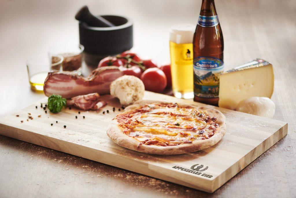 Willkommen in der Pizzeria Locher
